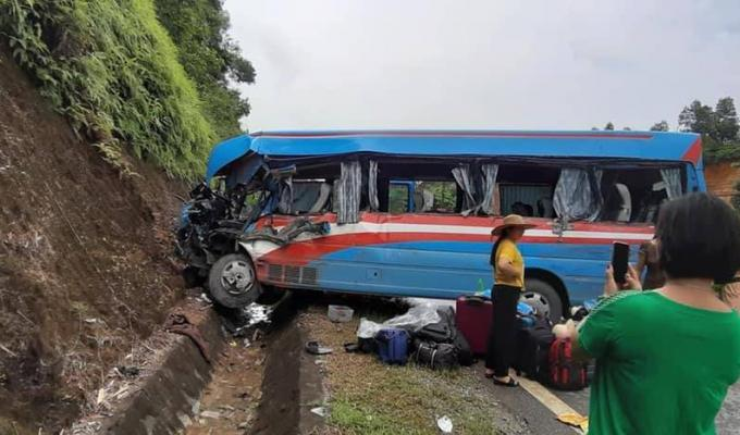 Tuyên Quang: Xe khách va chạm với xe đầu kéo, hơn 10 người nhập viện cấp cứu ảnh 1