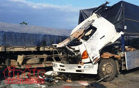 Xe tải lao xuống vực, tài xế thoát chết trong gang tấc ảnh 1
