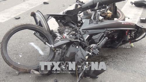 Hai xe máy tông liên tiếp vào xe tải làm 2 thanh niên tử vong thương tâm ảnh 1