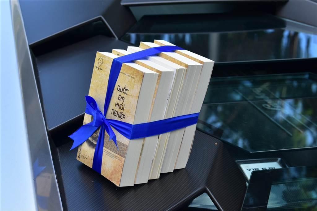 Thư viện tỉnh tiếp nhận 1 ngàn cuốn sách từ Hành trình từ trái tim ảnh 1