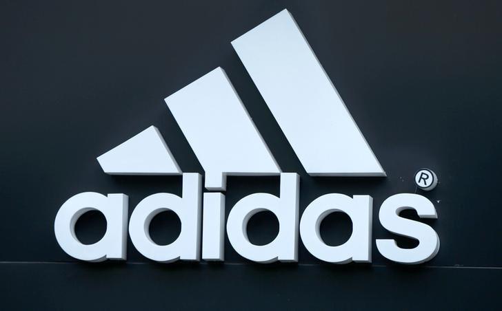 Adidas thông báo đóng cửa hai nhà máy sử dụng nhân công là các robot ảnh 1