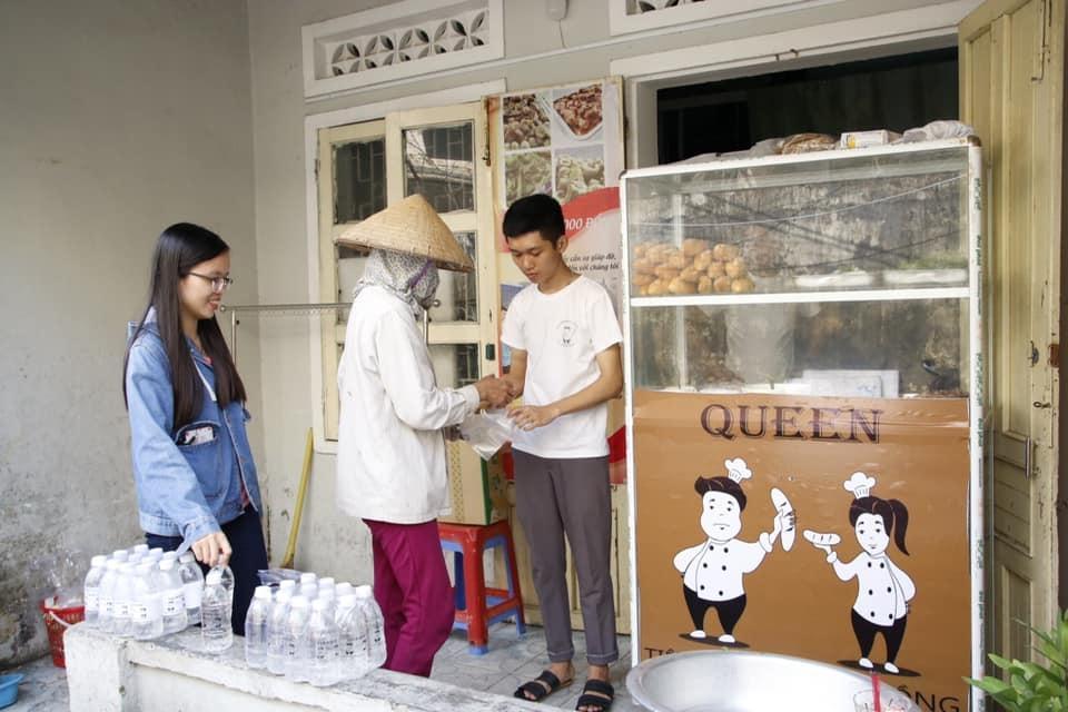 Tiệm bánh mỳ 0 đồng của chàng trai mồ côi ở Đà Nẵng ảnh 1
