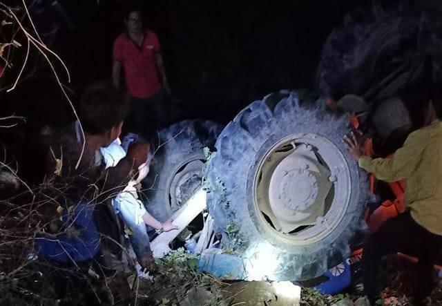 1 người chết, 3 nạn nhân bị thương khi 'đi bão' bằng xe máy cày ảnh 1