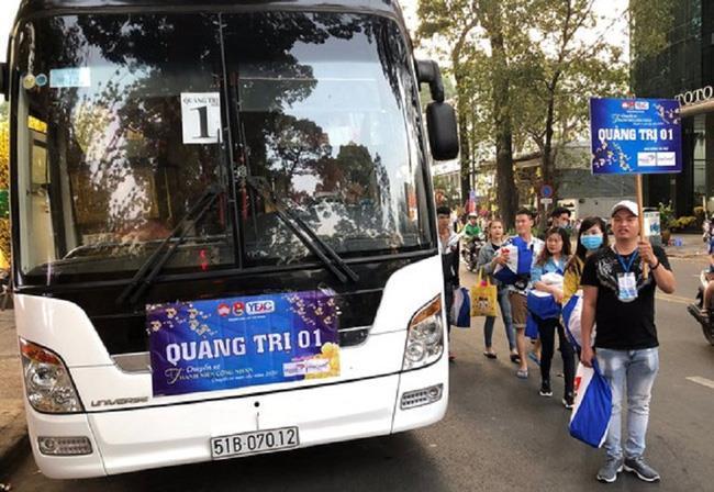 Chuyến xe nghĩa tình đưa công nhân nghèo ở Đồng Nai về quê đón Tết ảnh 1