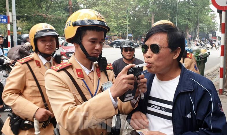 394 'ma men' lái xe bị cảnh sát xử phạt ngày mồng 1 Tết ảnh 1
