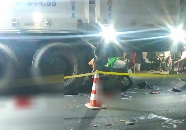 An Giang: Xe môtô va chạm xe tải đi cùng chiều, 2 người tử vong ảnh 1