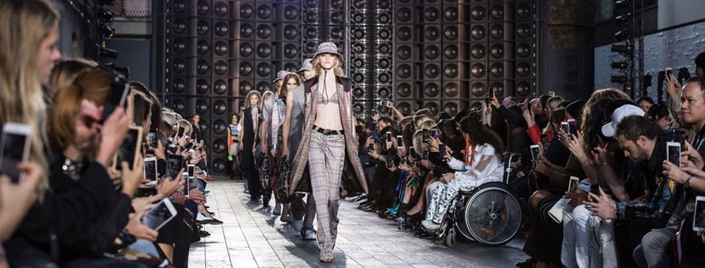 Bất chấp dịch bệnh, Tuần lễ thời trang London vẫn quy tụ nhiều thương hiệu đình đám ảnh 1