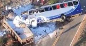 Brazil: Xe buýt đối đầu xe tải, gần 30 người thương vong ảnh 1