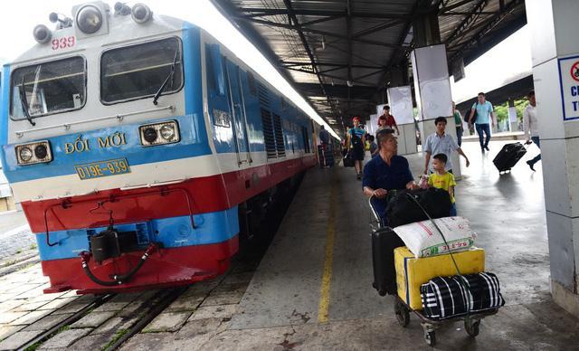 Lượng hành khách ô tô, xe lửa giảm ảnh 1