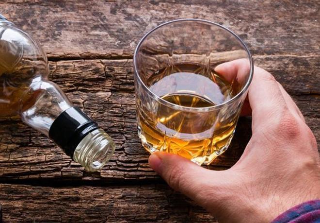 'Nạp' cả chai rượu mỗi ngày, người đàn ông Vĩnh Phúc có nguy cơ sống thực vật ảnh 1