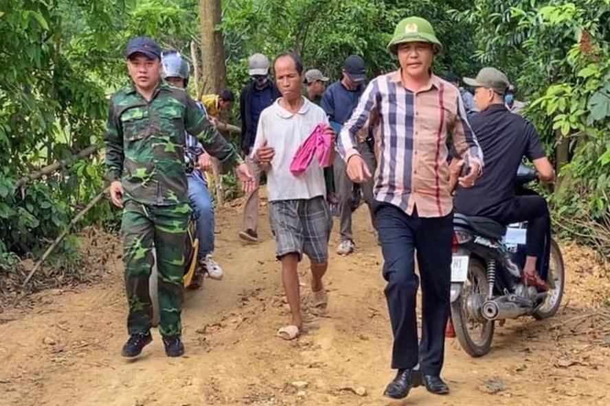 Cả trăm người bao vây khu vực rừng để bắt kẻ bị truy nã ảnh 1