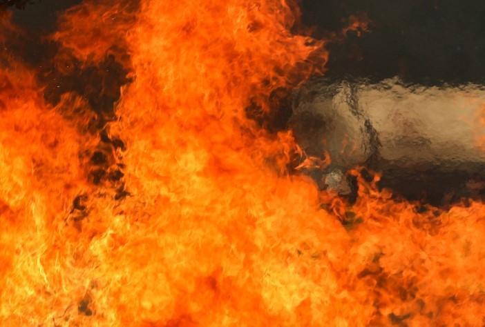 Quảng Ngãi: Cháy lớn thiêu rụi cửa tiệm tạp hóa ảnh 1