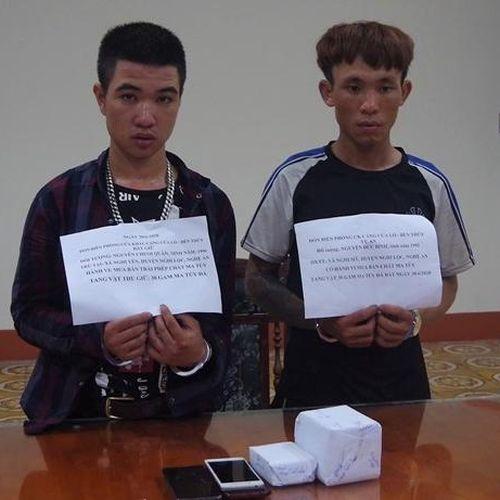 Bắt 2 đối tượng bán dạo ma túy đá