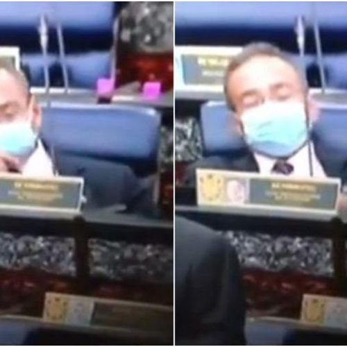 Ngoại trưởng Malaysia đeo khẩu trang hút thuốc lá điện tử ở Quốc hội