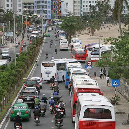 Tiếp tục hạn chế xe ô tô trên 29 chỗ lưu thông giờ cao điểm vào thành phố Nha Trang