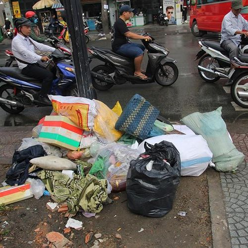 TP.HCM: Nhiều quận gặp khó khi phạt người xả rác qua camera