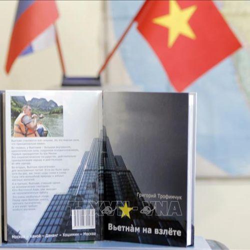 Ra mắt sách 'Việt Nam cất cánh' tại Nga