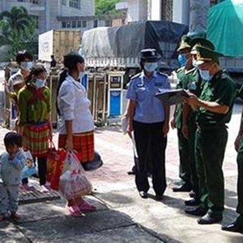 Tiếp nhận công dân do Trung Quốc trao trả