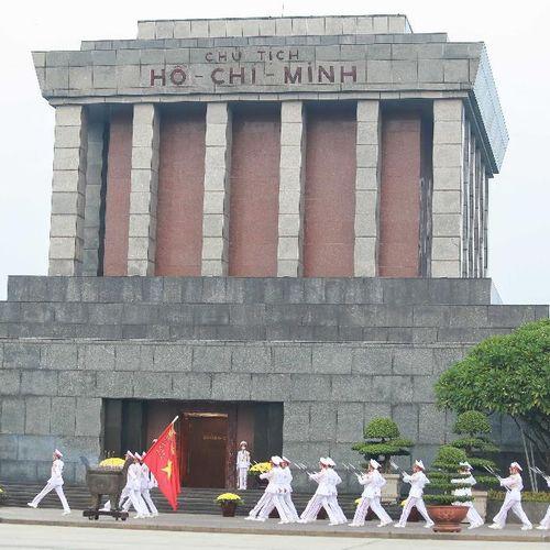 Hàng nghìn người trang nghiêm dự lễ chào cờ sáng 2-9 trên Quảng trường Ba Đình