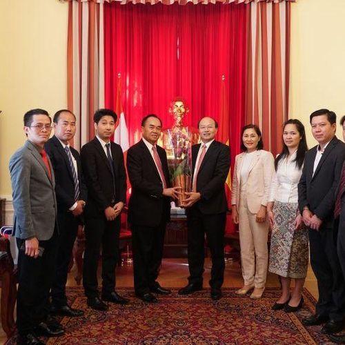 Đại sứ quán Việt Nam tại Áo dâng hương tưởng niệm Chủ tịch Hồ Chí Minh nhân kỷ niệm 75 năm Quốc khánh Việt Nam