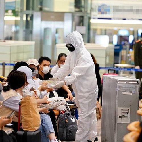 Người nhập cảnh vào Việt Nam phải tự chi trả chi phí cách ly và xét nghiệm Covid-19