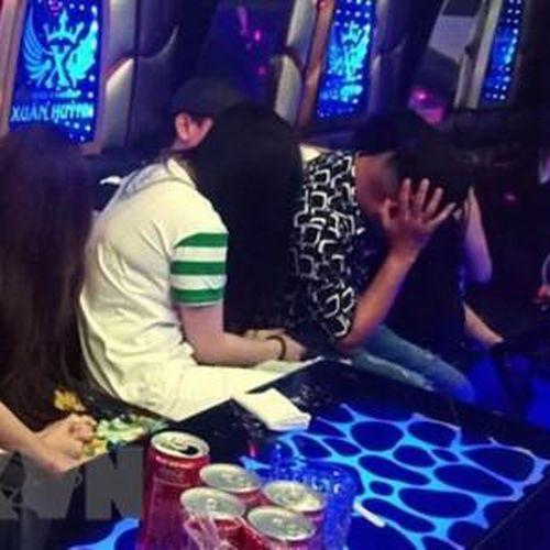 Hơn 20 thanh niên dương tính với ma túy trong quán karaoke