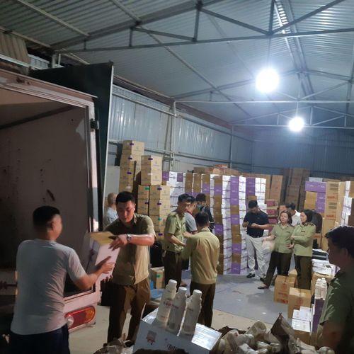 Hà Nội: Phát hiện hơn 10.000 chai sữa chua không rõ nguồn gốc