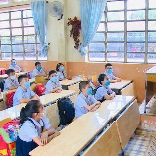 Học sinh tiểu học được rút ngắn thời gian học từ 20/10/2020