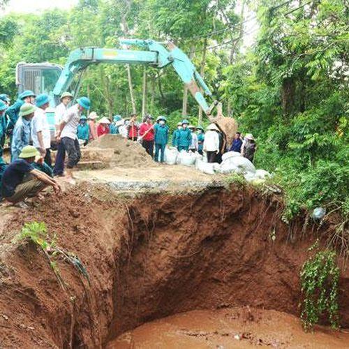 Hà Nội: Công bố tình trạng khẩn cấp sự cố sập cống qua đê hữu Đáy