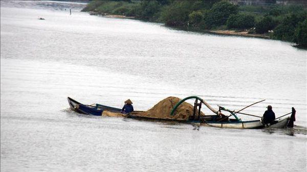 Xử lý 2 phương tiện khai thác cát trái phép trên tuyến sông Đồng Nai