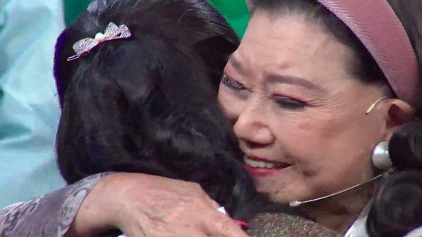 Giây phút NSND Kim Cương gặp lại con sau 45 năm tìm kiếm