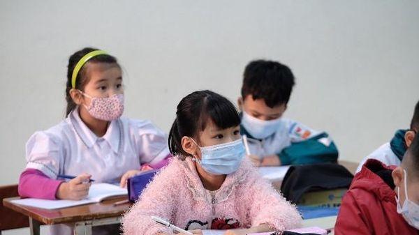 Phòng dịch nghiêm ngặt ngày học sinh trở lại trường tại huyện Mê Linh