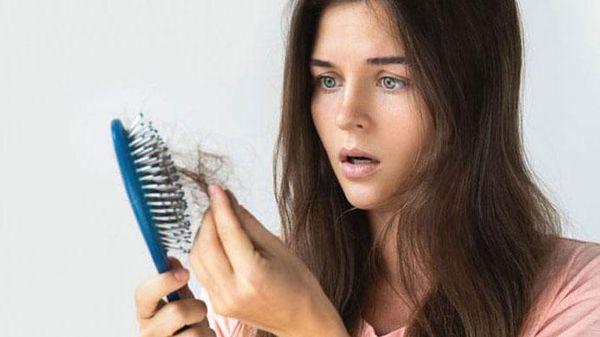 Ai là người dễ bị rụng tóc?