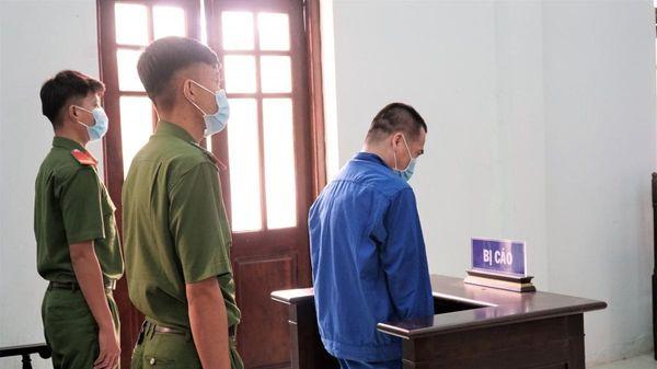 Cựu giáo viên dâm ô 4 nam sinh nhận 7 năm tù
