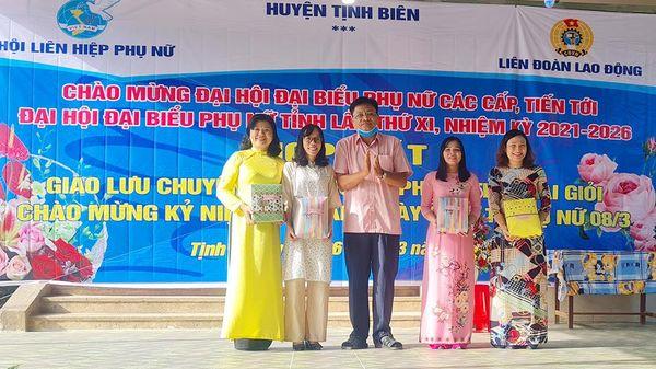 Giao lưu chuyên đề về giới và phong trào 'Hai giỏi' tại huyện Tịnh Biên