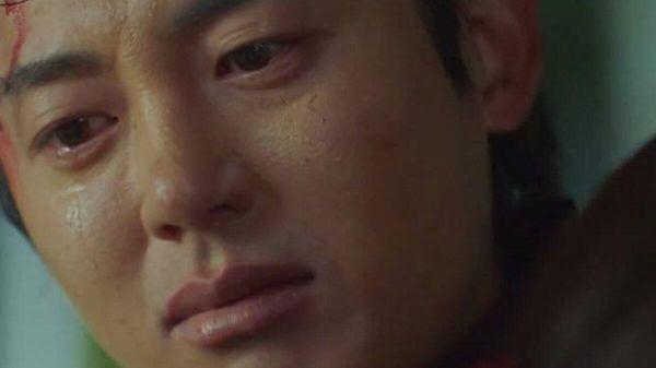 'Sông đón trăng lên': Lee Ji Hoon trở thành nam phụ đáng thương khi vừa bị từ chối vừa bị trọng thương
