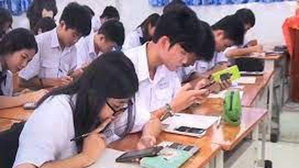 Có nên cho học sinh sử dụng điện thoại trong trường học?
