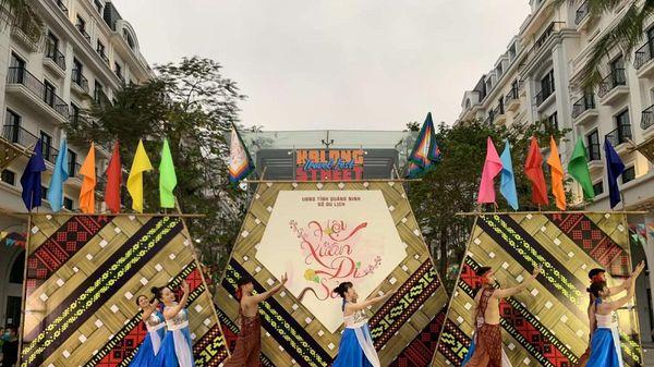 Khai mạc Ngày hội Du lịch đường phố Hạ Long lần thứ 2 với chủ đề 'Hội Xuân Di Sản'