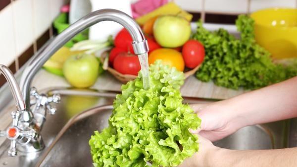 Rửa rau sạch, diệt 99% vi khuẩn nhờ mẹo vặt này