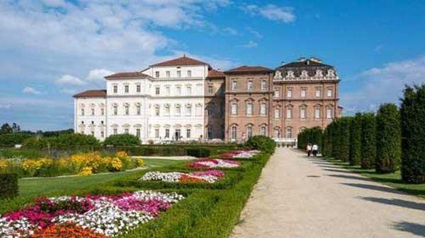 Những cung điện hoàng gia lớn nhất thế giới