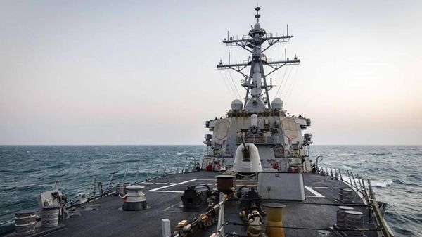 Mỹ điều tàu băng qua eo biển nhạy cảm, Trung Quốc 'tăng tốc kế hoạch đánh chiếm Đài Loan'