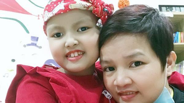 Người mẹ tự ví mình là 'siêu nhân' cùng con chiến đấu với bệnh ung thư máu