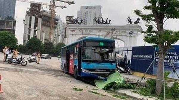 Xe buýt Thăng Long đâm người bộ hành tử vong