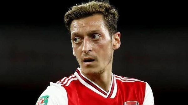 Mesut Ozil chỉ trích Super League