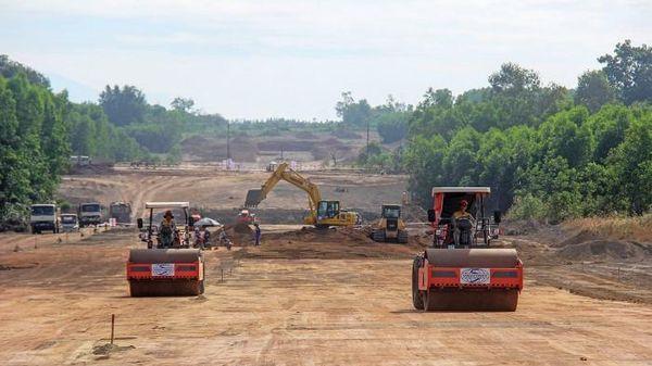 Thủ tướng nghiêm cấm nâng giá vật liệu làm cao tốc Bắc - Nam để trục lợi