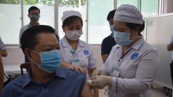 Cần Thơ triển khai tiêm đồng loạt vắc xin phòng COVID-19