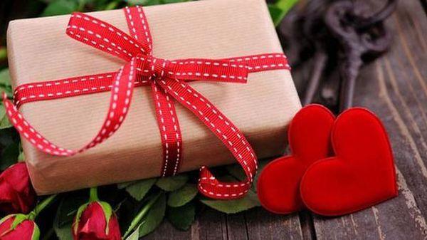 Nén lòng không bóc quà chồng gửi nhân tình, vợ đắng cay chờ để làm điều này