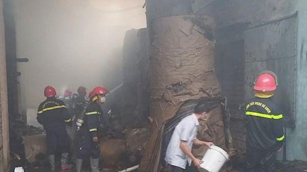 Đà Nẵng: Cháy dữ dội tại công ty sản xuất bao bì