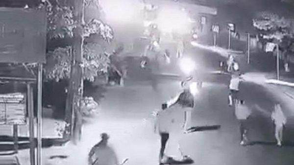 Quảng Ngãi: 2 nhóm côn đồ nổ súng, đuổi chém nhau trong đêm