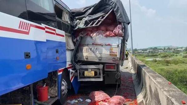 Tài xế xe tải tử nạn sau sự cố trên cao tốc